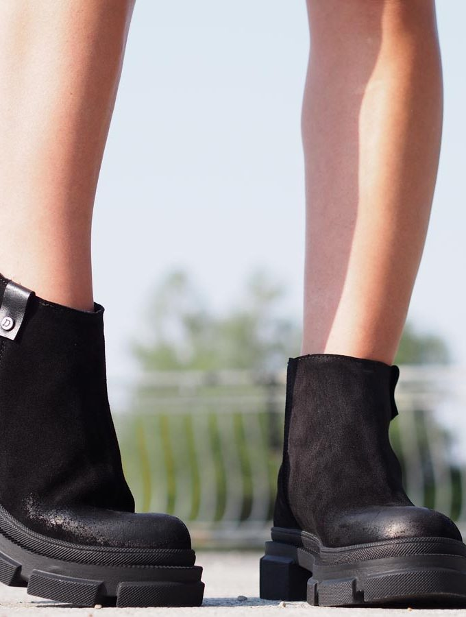 Women Genuine Leather boots/Black leather boots,Extravagant leather boots
